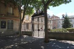 Ecole Jean-Baptiste Say - Français:   Lycée Jean-Baptiste-Say, 11 rue d\'Auteuil (Paris, 16e).