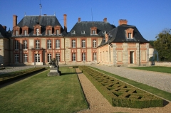 Château de Breteuil - English: Breteuil castle is located in the town of Choisel, France