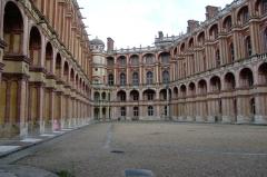 Domaine national de Saint-Germain-en-Laye, actuellement Musée des Antiquités Nationales - Français:   Château Musée des Antiquités Nationales, cour intérieure