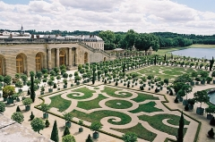 Domaine national de Versailles - Français:   Vue large de l\'orangeraie.