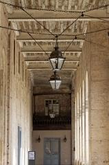 Hôtel des Invalides -  Une des coursive donnant sur la cour d'honneur.