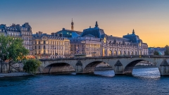 Immeuble de la Caisse des Dépôts et Consignations - English: Pont Royal and Musée d'Orsay at dusk, Paris, France.