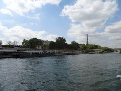 Pont Alexandre III - Français:   La Tour Eiffel vue du Pont des Invalides  dans le 7e arrondissement de Paris en France.