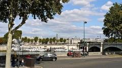 Pont de la Concorde -  P1090044 France, Paris, le pont et la place de la Concorde; on distingue l'Obélisque de Louxor sur la place