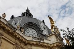 Petit Palais, actuellement musée des Beaux-Arts de la Ville de Paris -  Vue du jardin du Petit Palais..