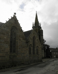 Eglise Notre-Dame - Flanc nord de l'église N.D. de Kergrist-Moëlou (22).