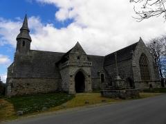 Chapelle de Kermaria-an'Isquit - Français:   Chapelle de Kermaria-an-Isquit, commune de Plouha (22). Flanc sud de la nef et croisillon méridional.
