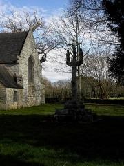 Chapelle de Perguet - Français:   Chapelle Sainte-Brigitte de Perguet en Bénodet (29). Calvaire, sacristie et croisillon sud.