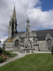 Eglise Notre-Dame et Saint-Tugen - Vue méridionale de l'église Notre-Dame et Saint-Tugen de Brasparts (29).