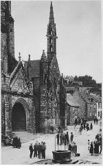 Place de l'Eglise - Nederlands:   Dorp scene voor de kerk in Locronan