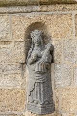 Chapelle Notre-Dame-de-Berven et abords - Français:   Fontaine de la chapelle Notre-Dame-de-Berven au hameau de Berven à Plouzévédé en Finistère, Bretagne, France.
