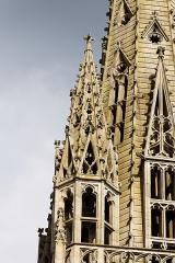 Ancien évêché, actuellement musée départemental breton - Français:   Détail d\'une des flèches de la cathédrale.