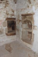 Chapelle du Moustoir - Français:   Niches dans le collatéral sud du chevet de la chapelle Saint-Maurice du Moustoir en Kernével (commune de Rosporden, Finistère, Bretagne, France). Celle de droite est de style Renaissance.