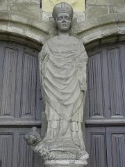 Ancienne cathédrale Saint-Paul-Aurélien - Français:   Statue de Saint-Paul-Aurélien au trumeau du portail occidental de la cathédrale Saint-Paul-Aurélien de Saint-Pol-de-Léon (29).