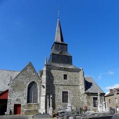 Eglise Saint-Léon - Français:   Église Saint-Léon de La Baussaine (35). Tour-clocher et chapelle sud.