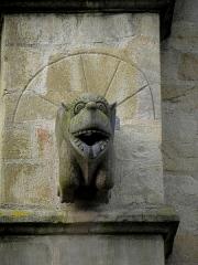 Eglise Saint-Melaine - Français:   Façade sud de l\'église Saint-Melaine de Domalain (35). 4ème contrefort. Gargouille.