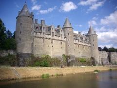Château - Château de Josselin (Morbihan, France), vu depuis la rive droite de l'Oust