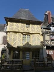 Vieilles maisons - Français:   Maison 27 rue Olivier de Clisson à Josselin