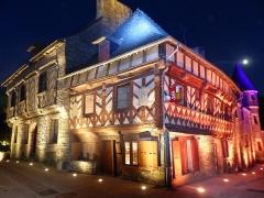 Deux maisons en pans de bois - Français:   Maison, 5-7 rue des Trente à Josselin