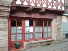 Maison à pans de bois - English:   The Petit Bar - Josselin, Morbihan, Brittany
