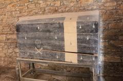 Chapelle de Saint-Gobrien - Chapelle Saint-Gobrien de Saint-Servant: coffre mortuaire???