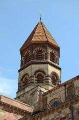 Basilique Saint-Julien - Français:   Clocher de la basilique de Brioude, Haute-Loire, France