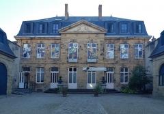 Hôtel de Mora, actuellement musée de l'illustration jeunesse - Deutsch: Hôtel de Mora in Moulins, (France) beherbergt das Musée d'illustration jeunesse (MIJ)
