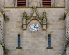 Abbatiale Saint-Géraud - English: Clock and windows on the bell tower of the Saint Gerald abbey church of Aurillac, Cantal, France