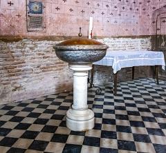 Eglise - English:  Buzet-sur-Tarn - Saint-Martin church - The baptismal font - first north chapel.