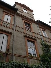 Collège Saint-Rome - English: Courtard with a tower in Toulouse (Haute-Garonne, Languedoc-Roussillon-Midi-Pyrénées, France).