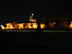 Hospice de la Grave - Français:   La coupole de la Chapelle Saint-Joseph de la Grave, dans l\'Hospice de la Grave à Toulouse - vue depuis le jardin des Abattoirs