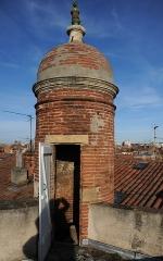 Hôtel dit de Cheverry - Tourelle d'accès à la terrasse, couronnée d'un épi de faîtage en céramique verte.