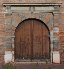 Ancien hôtel de Lestang - Français:   Porte Renaissance à l\'hôtel de Lestang, place Saint-Jacques, Toulouse. Fin XVIème siècle / début XVIIème siècle.