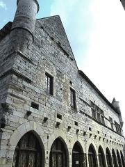 Ancien hôtel de la Raymondie, actuel hôtel de ville - Français:   Martel - Hôtel de La Raymondie - Façade sur rue