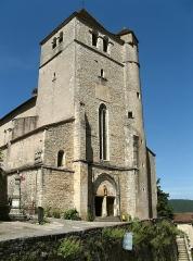 Eglise - Nederlands:   De kerk van Saint-Cirq-Lapopie, Lot, Midi-Pyrénées, Frankrijk. Versterkte kerk, XVe eeuw, met wortels in de drie eeuwen daarvoor. Zo omvat ze een cirkelvormige romaanse kapel. Deze parochiekerk heeft de heilige Cirq als patroon.