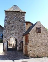 Porte de défense dite Tour de la Prison - Français:   Porte Sainte-Quitterie de Sarrancolin (Hautes-Pyrénées)