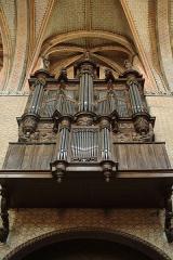 Ancienne abbaye de Moissac -  À Moissac (Tarn-et-Garonne, France), dans l'abbatiale Saint Pierre, Aristide Cavaillé-Coll installe en 1864 dans un buffet de Jean Dussaut de 1665, soit-disant offert par Mazarin, et dont le positif de dos rajouté au 18e siècle est factice, un instrument neuf quasi-intact si ce n'est les réparations de Maurice Puget en 1930. Il a été restauré en 1989 par la Manufacture Languedocienne de Grandes Orgues.