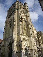 Eglise Saint-Pierre - Église Saint-Pierre de Dreux (Eure-et-Loir, France), tour occidentale vue du sud