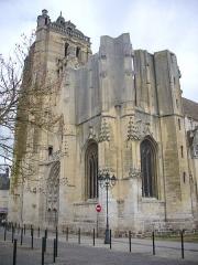 Eglise Saint-Pierre - Français:   Église Saint-Pierre de Dreux (Eure-et-Loir, France), façade vue du sud
