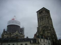 Ancienne abbaye de Saint-Martin - Français:   Tour Charlemagne de Tours (Indre-et-Loire, France), et sommet de la basilique Saint-Martin en rénovation