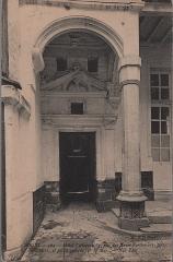 Hôtel Cottereau - Français:   Cour intérieure de l\'hôtel Cottereau. Carte postale début XXe.