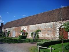 Ancien château - Communs nord-est du château de Belleagarde (Loiret, France)