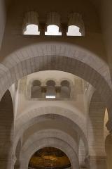 Eglise de la Très-Sainte-Trinité - Français:   Église de la Très-Sainte-Trinité ou Oratoire carolingien de Germigny-des-Prés: croisée des transepts.