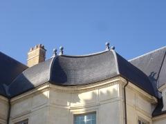 Ancien évêché, puis bibliothèque municipale, actuellement annexe de la médiathèque - Hôtel Dupanloup, ancien palais épiscopal, à Orléans (Loiret, France), toit de l'aile orientale en retour