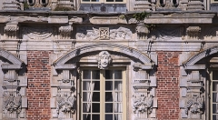 Domaine de Beaumesnil (également sur commune de Gouttières) - English:   Architectural details on the facade of Château de Beaumesnil