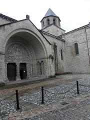 Ancienne abbaye - Français:   Façade sud de l\'abbatiale Saint-Pierre de Beaulieu-sur-Dordogne (19).
