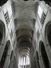 Cathédrale Saint-Etienne - Nef de la cathédrale Saint-Étienne de Limoges (87).