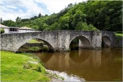 Vieux pont sur la Briance -  Pont roman du XIIIe siècle. Il enjambe la Briance, affluent de la Vienne, il est situé sur un chemin de Compostelle.