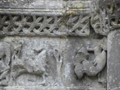 Restes de l'ancienne église Notre-Dame-de-la-Couldre - Français:   Façade de l\'église Notre-Dame-de-la-Couldre à Parthenay (79). Portail. Détail. Chapiteau de l\'ébrasement droit.