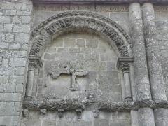 Restes de l'ancienne église Notre-Dame-de-la-Couldre - Français:   Façade de l\'église Notre-Dame-de-la-Couldre à Parthenay (79). Détail. Travée gauche.